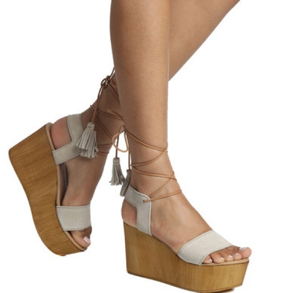 b3298184f16 Steve Madden Shannon lace up wedges. M 5c4c01499539f78a61377268